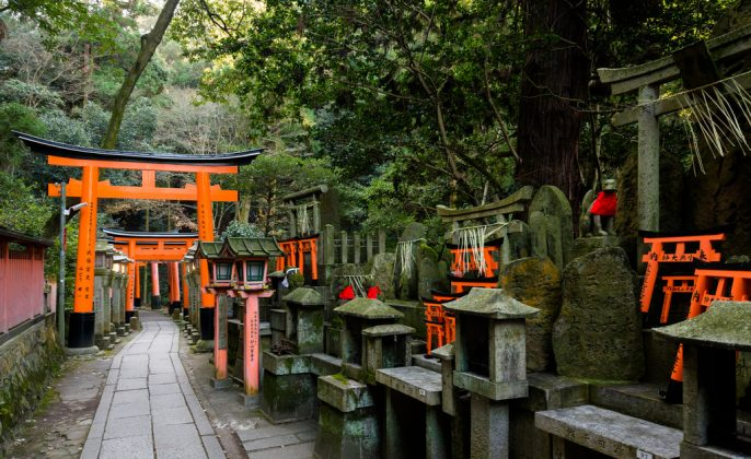 Fushimi Inari Shrine - One of the most famous shrine in Japan (9)