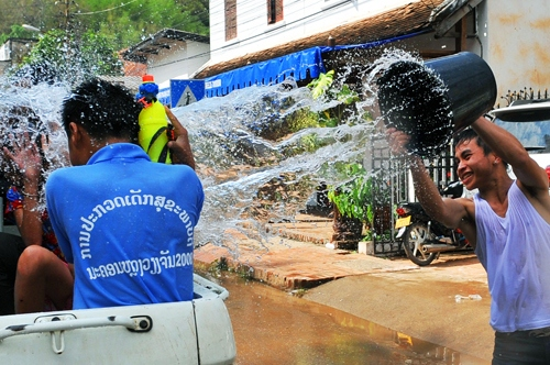 The water festival in Bunpimay-Laos-the water festivals in Southeast Asian3