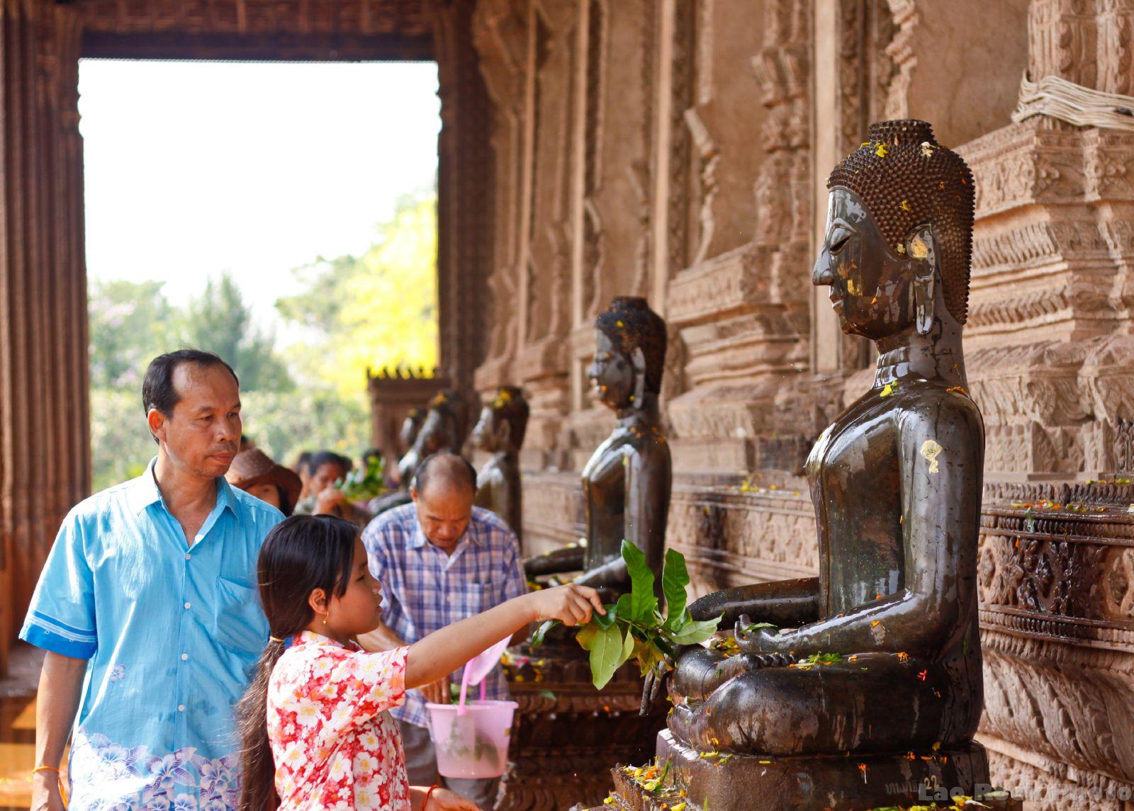The water festival in Bunpimay-Laos-the water festivals in Southeast Asian7