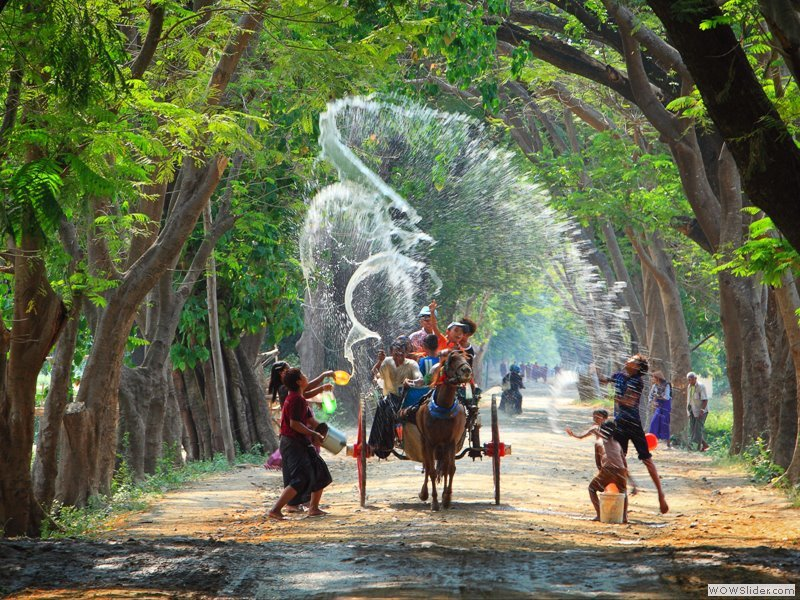 The water festival in Thingyan-Myanmar-the water festivals in Southeast Asian4