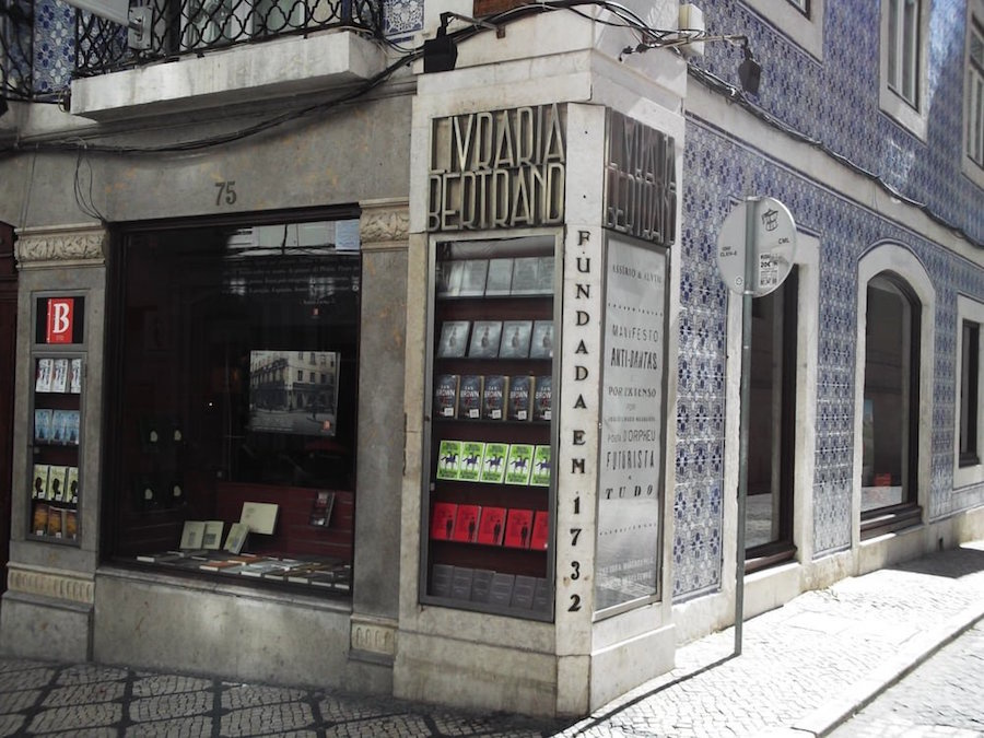 8 interesting things facts about Portugal oldest bookstore in the world