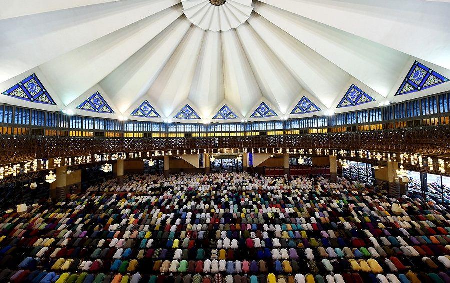 national mosque kuala lumpur prayers