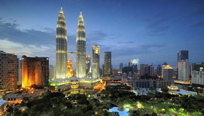 petronas-twin-towers 1 perfect day itinerary in Kuala Lumpur