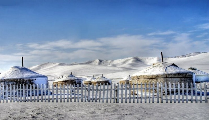 Skiing on Altai Mountain-best experiences-in Mongolia1