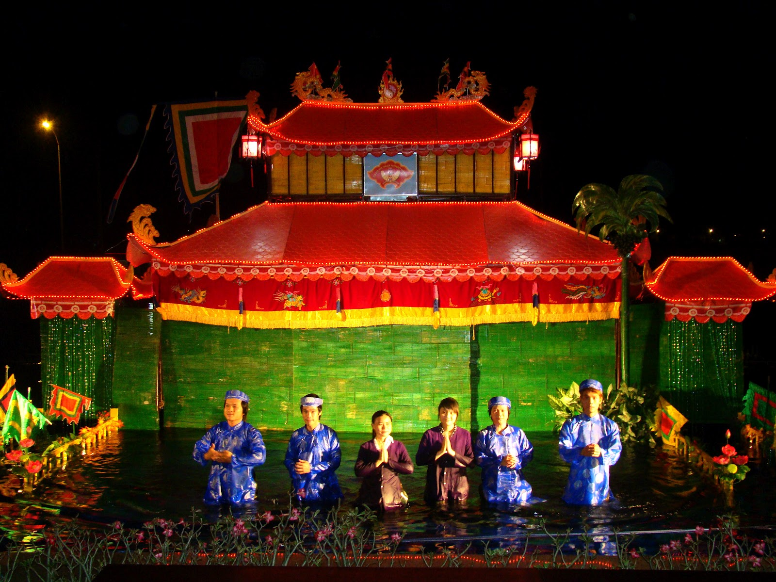 hue water puppet show