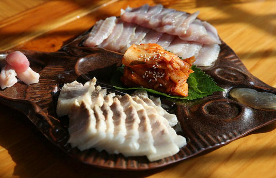 Hongeo (Fermented skate),strange food in korea,korean exotic food,weird korean food,korean strange food (1)