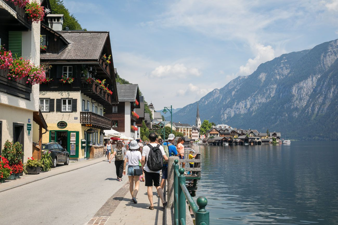 Walking-in-Hallstatt.jpg.optimal