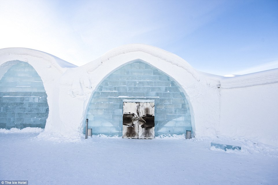 explore icehotel 365 the most stunning ice hotel in the world living nomads travel tips. Black Bedroom Furniture Sets. Home Design Ideas