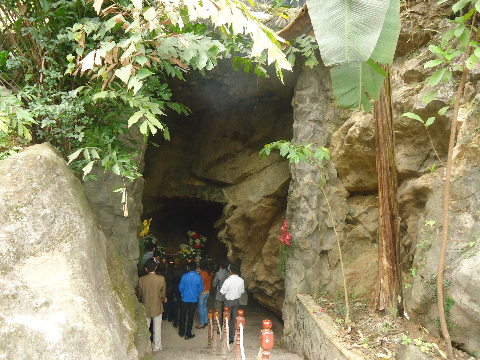 The Eight girls cave tam co quang binh (1)