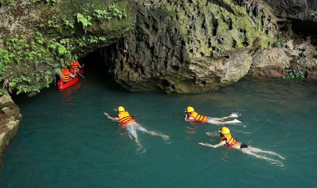 Dark Cave (Hang Toi)