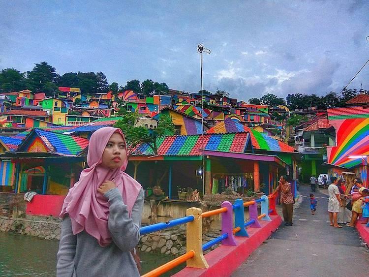 kampung elangi - beautiful rainbow villag in indonesia (1)