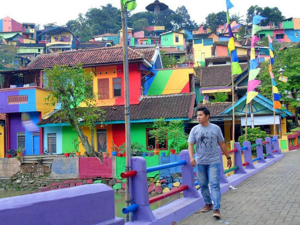 kampung elangi - beautiful rainbow villag in indonesia (6)