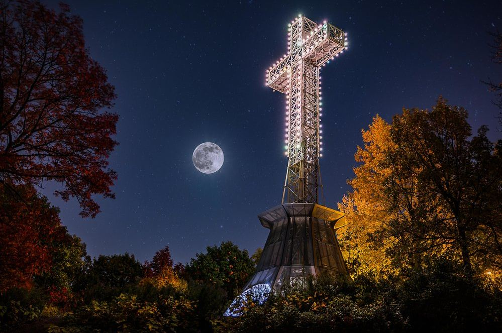 mount royal montreal cross. Image of Montreal travel blog