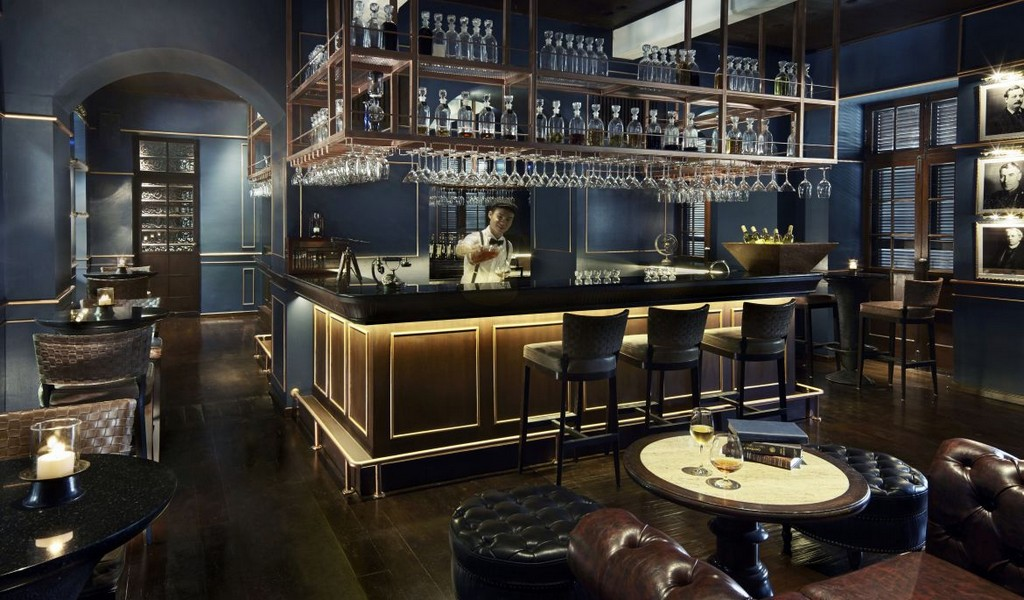 Anantara Bar.