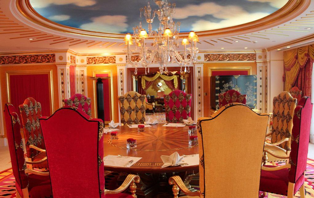 Burj-Al-Arab room