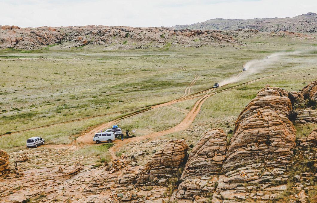 Explore Gobi Deset by Jeep. Image of Mongolia travel blog.