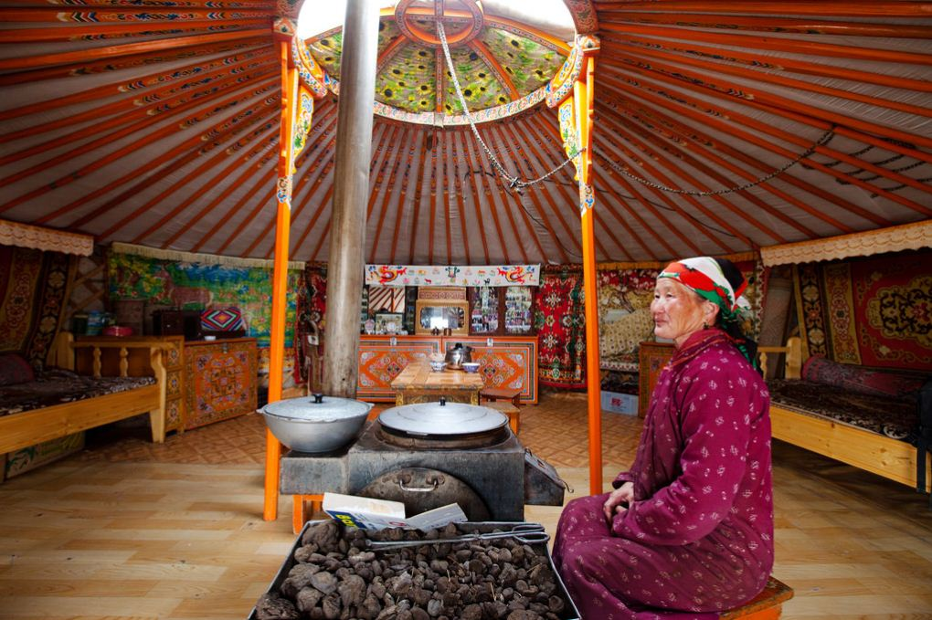mongolia-yurt re