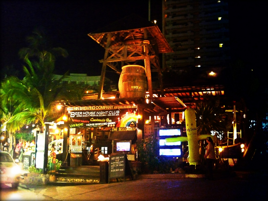 Hua Hin Brewing Company-thailand-best place to visit in thailand2.. Image of Hua Hin nightlife blog