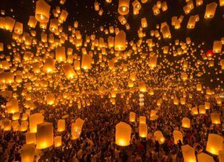 Monks release lanterns in Loy Krathong Festival