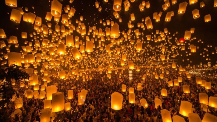 Monks release lanterns in Loy Krathong Festival