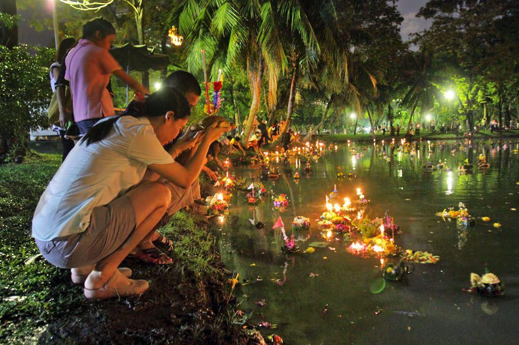 loy krathong festival chiang mai thailand (8)