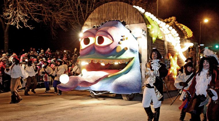 quebec winter carnival night parade