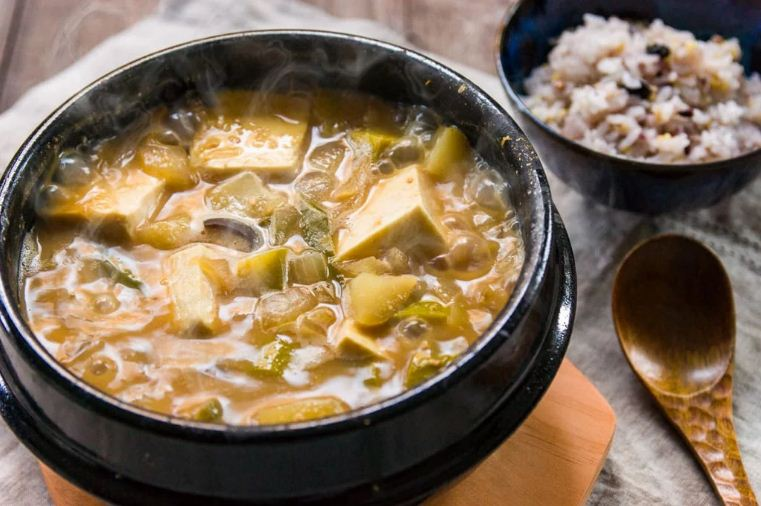 Doenjang soup, typical type of Korean soups