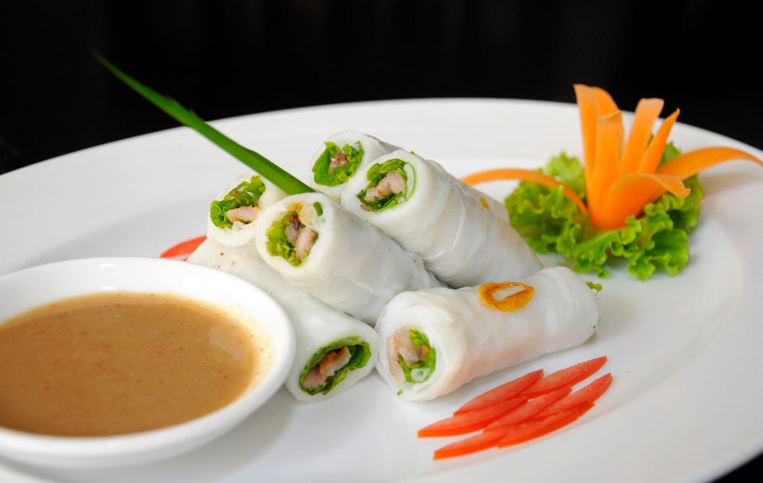 banh uot thit nuong hue food