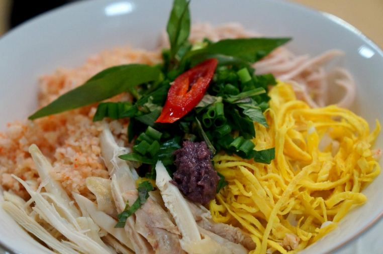 bun thang hanoi vietnam traditional food (1)