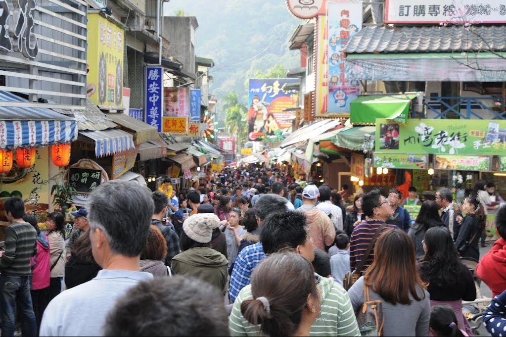 1getting around Neiwan Old Street taiwan lei cha tea leicha tea hakka people (1)
