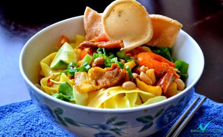 Mi Quang Quang noodles vietnamese street foods (1)