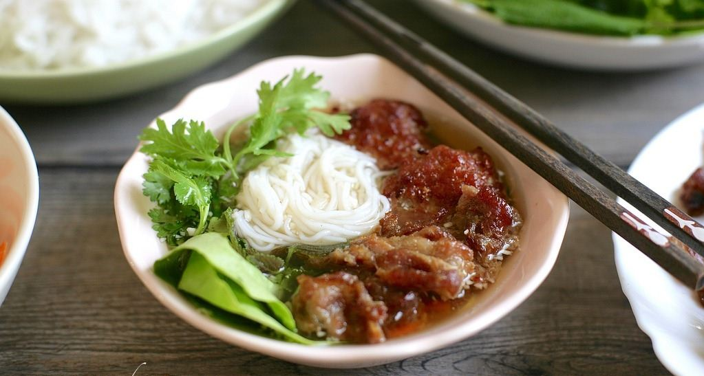bun cha obama Vermicelli with grilled pork hanoi vietnamese street foods (1)