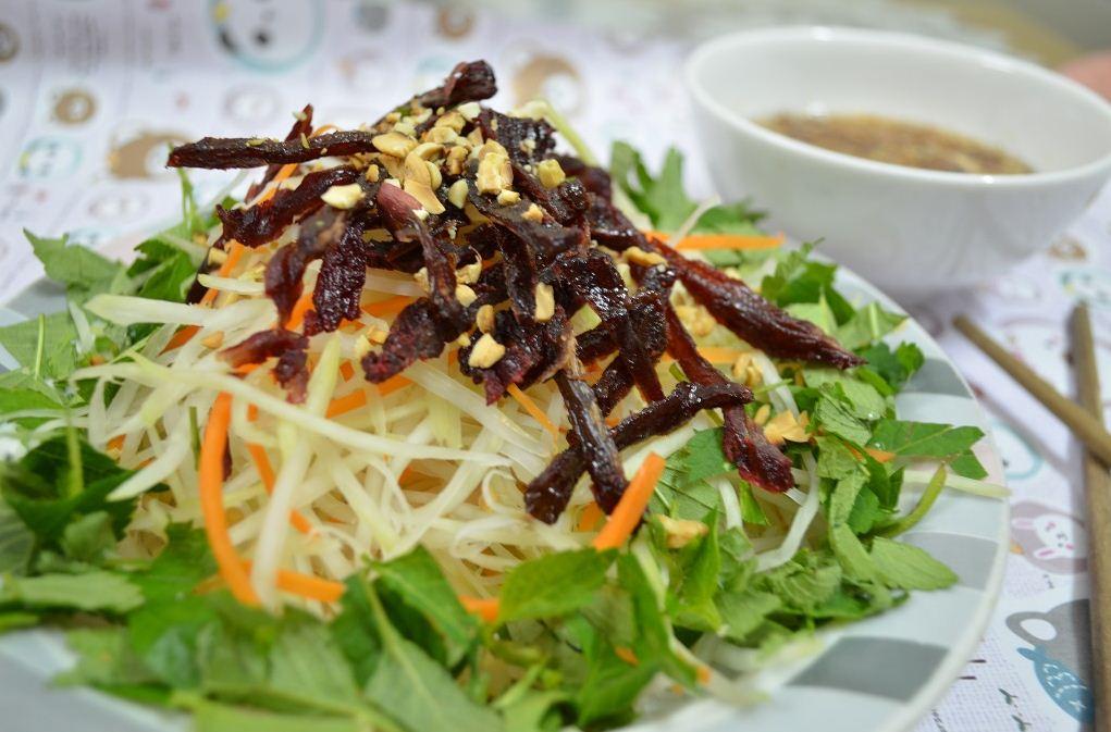nom herbs in vietnamese market vietnamese cuisine (2)