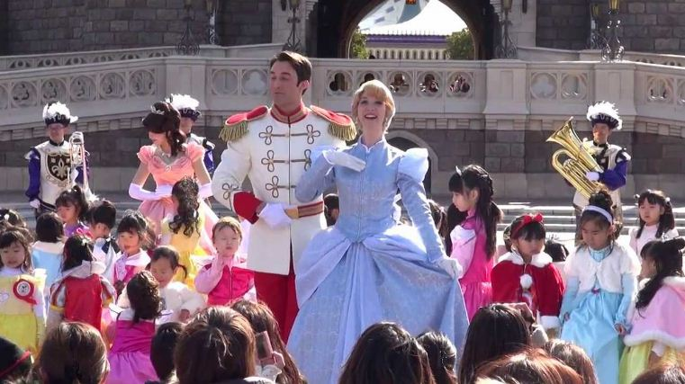 Tokyo Disneyland and Disney Sea. One of the best amusement parks in Asia (1)