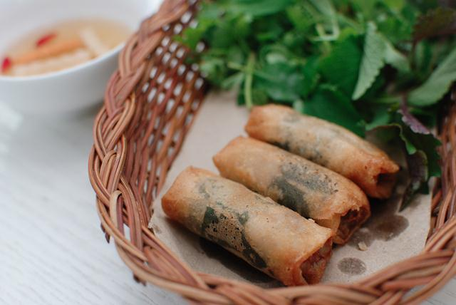 nem bo la lot spring roll vietnamese fried spring rolls