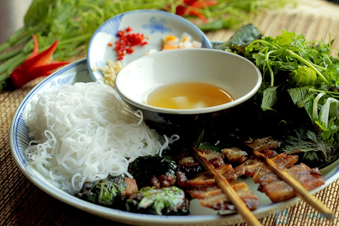dong xuan-kebab rice noodle-bun cha-best kebab rice noodle in ha noi1