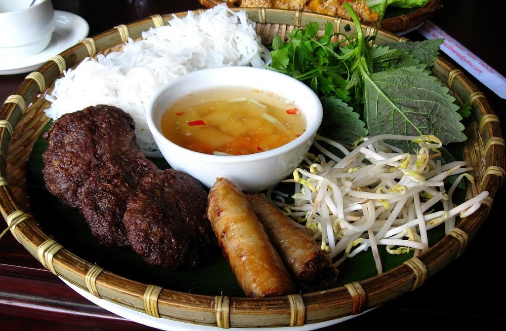 hang quat-kebab rice noodle-bun cha-best kebab rice noodle in ha noi2