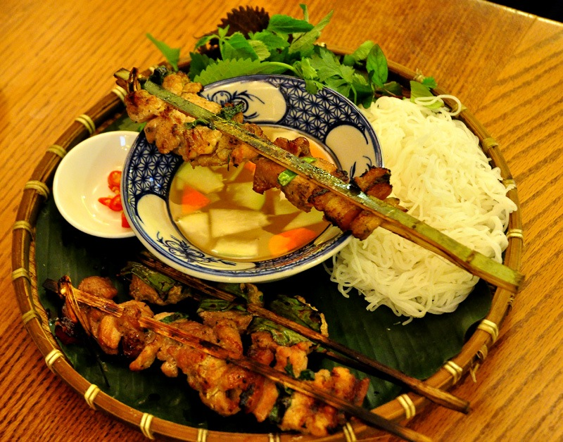 lac long quan-kebab rice noodle-bun cha-best kebab rice noodle in ha noi2