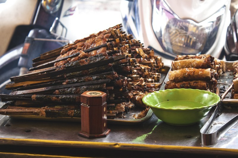 nguyen du-kebab rice noodle-bun cha-best kebab rice noodle in ha noi1