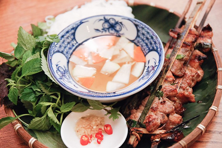 nguyen du-kebab rice noodle-bun cha-best kebab rice noodle in ha noi2