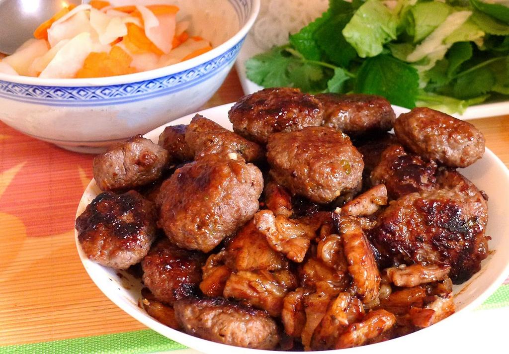 sinh tu-kebab rice noodle-bun cha-sinh tu-best kebab rice noodle in ha noi1