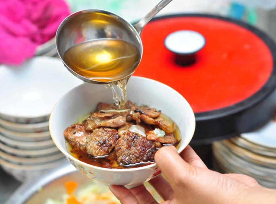 sinh tu-kebab rice noodle-bun cha-sinh tu-best kebab rice noodle in ha noi2