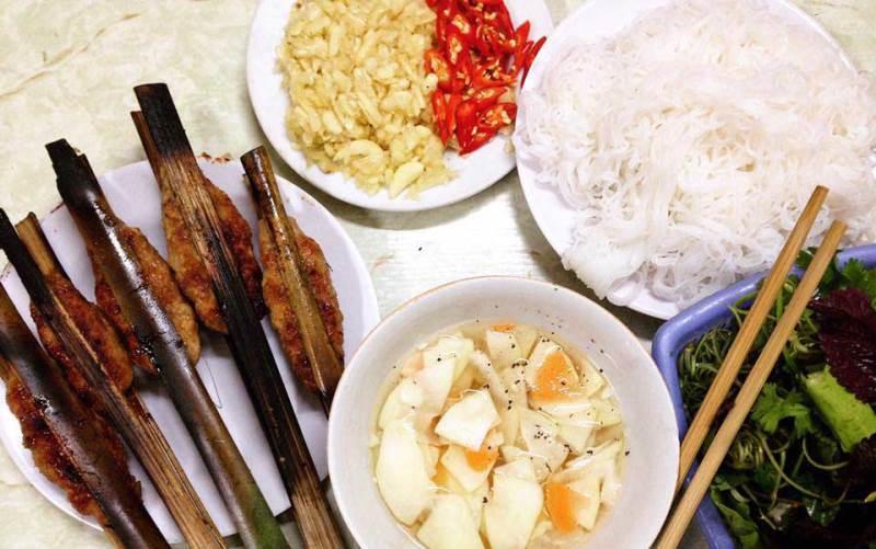 sinh tu-kebab rice noodle-bun cha-sinh tu-best kebab rice noodle in ha noi6