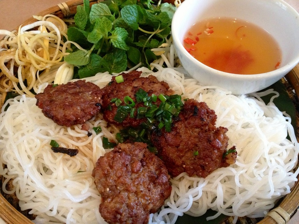 yen bai-kebab rice noodle-bun cha-best kebab rice noodle in ha noi