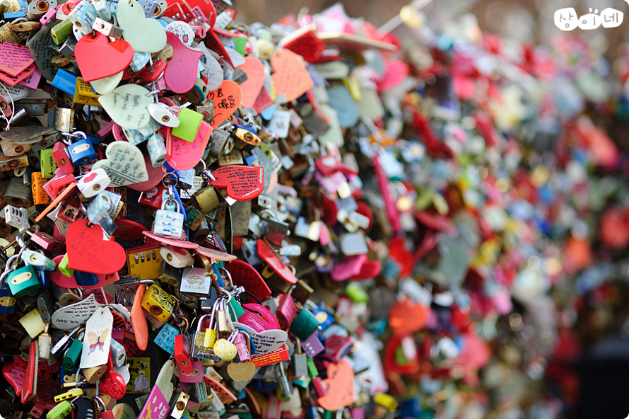love locks-seoul-tower-love-lock