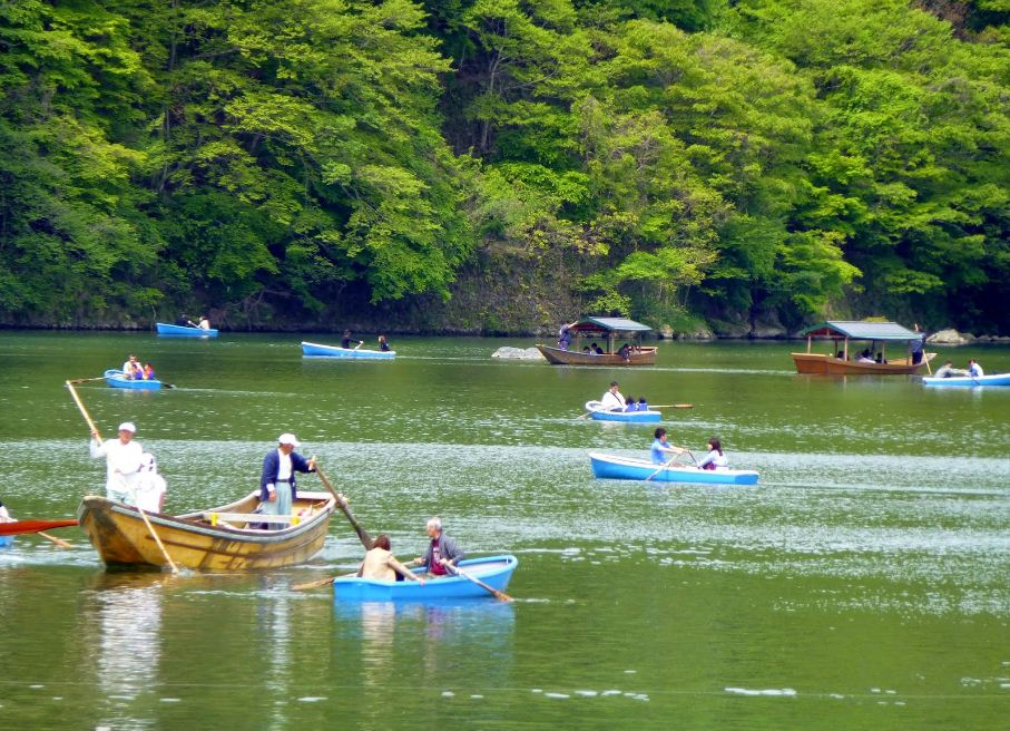 boat riding on Arashiyama kyoto 2