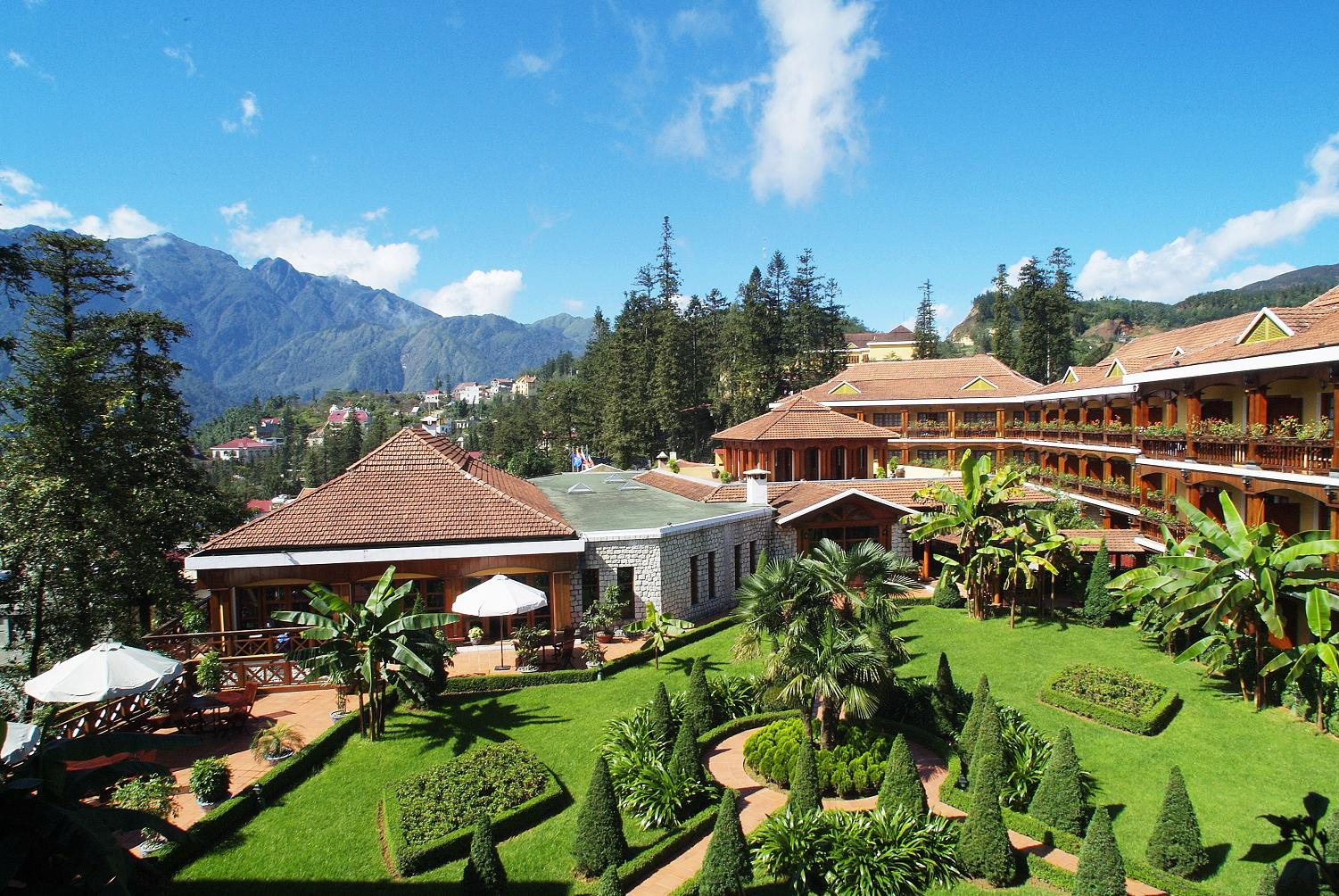 Y Linh Ho resort in Sapa