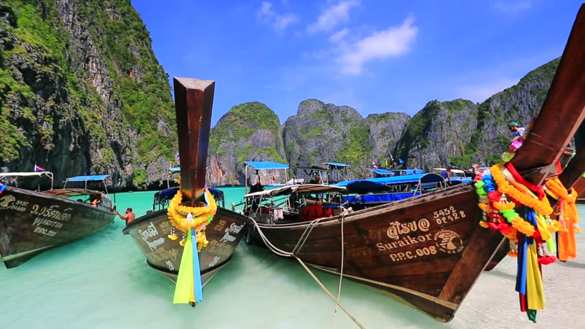 Long-tail-boat-in-Koh-Phi-Phi-Island