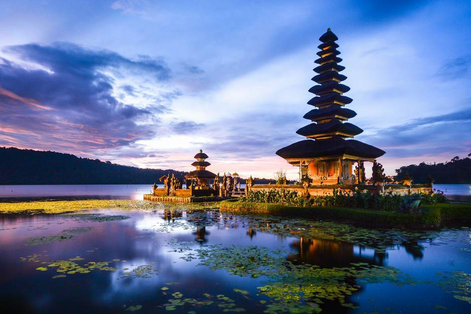 Ulun Danu temple bali1 Picuture: bali budget travel blog.