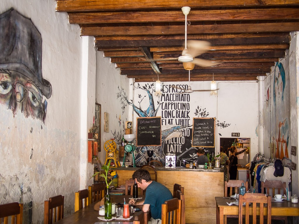 cafe-espresso-kampot-cambodia . Image of top things to do in Kampot blog.